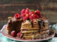 Палачинкова торта с яйчен крем, шоколадова глазура от бял и черен шоколад с малини и шам фъстък
